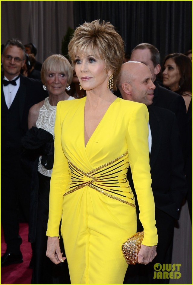 jane-fonda-oscars-red-carpet-2013-01